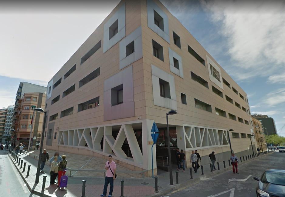 En Alicante detienen a dos personas por vender seguros para coches fraudulentos: Los perfiles de las víctimas que siempre buscaba el captador  era el mismo; hombres jóvenes y de origen marroquíes.
