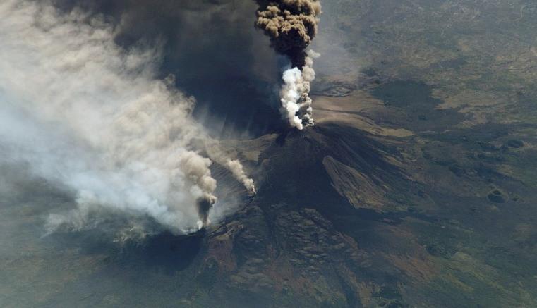Erupción del Etna estremece a Catania
